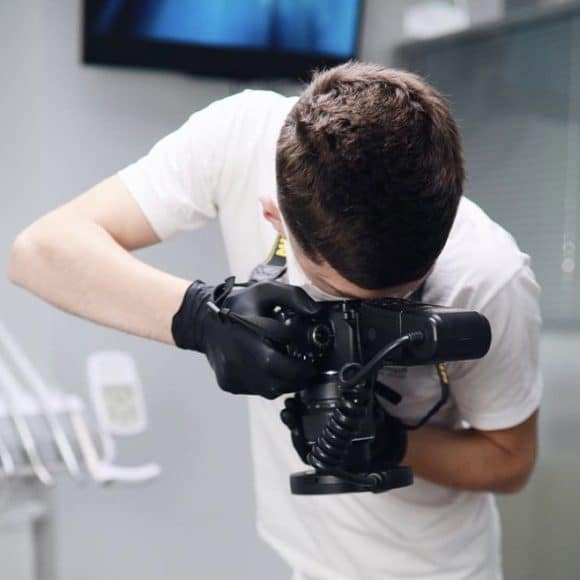 Цікаво для чого у мене в руках фотоапарат? 📸