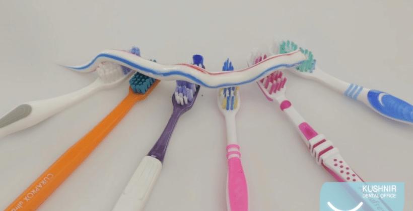 Обов'язковими атрибутами домашньої гігієни ротової порожнини є зубна щітка, нитка або йоршик.